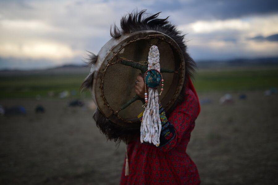 Участник международного фестиваля Зов 13-ти шаманов в Республике Тыва