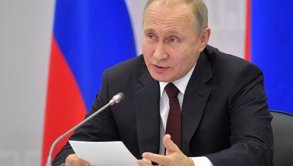 Президент РФ Владимир Путин на встрече с участниками форума малых городов и исторических поселений. 17 января 2018