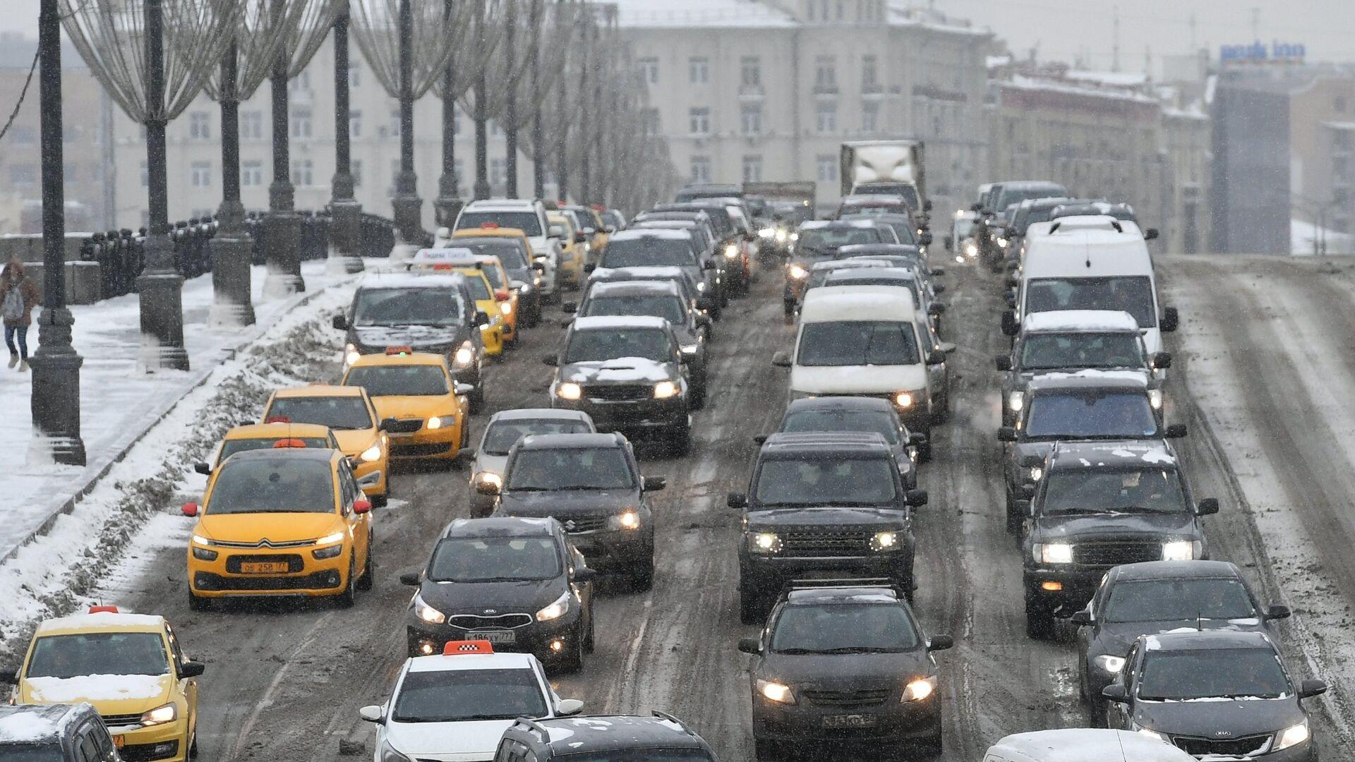 Автомобильное движение во время снегопада в Москве - РИА Новости, 1920, 16.12.2020