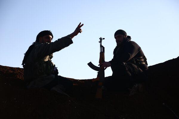 Бойцы из Свободной сирийской армии занимают позиции в районе города Тал Малид