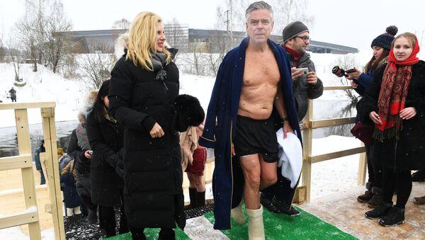 Посол США в РФ Джон Хантсман во время купания в купели Новоиерусалимского мужского монастыря в Московской области. 21 января 2018