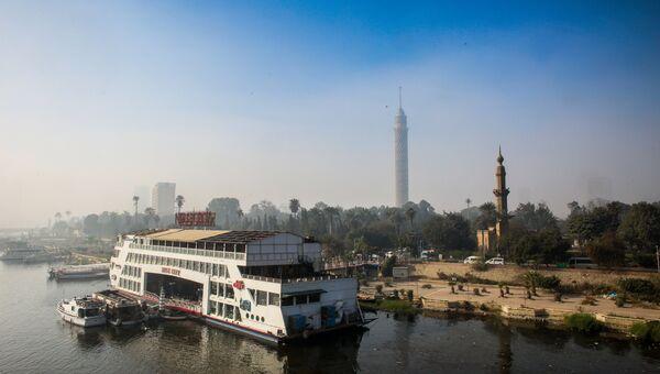 Река Нил в Каире. На дальнем плане: Каирская телебашня