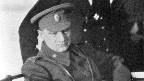 Контр-адмирал М.И. Смирнов провожает отъезжающего в Иркутск А.В. Колчак. Декабрь 1919 года