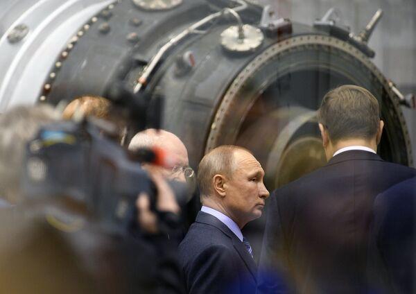 Президент РФ Владимир Путин во время посещения ПАО Объединённая двигателестроительная корпорация – Уфимское моторостроительное производственное объединение. 24 января 2018