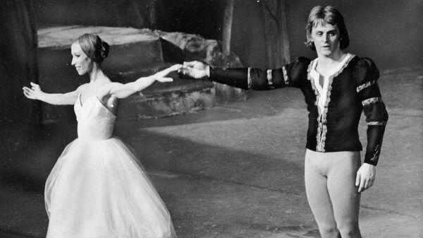 Наталья Макарова и Михаил Барышников в сцене из балета Жизель в Нью-Йорке