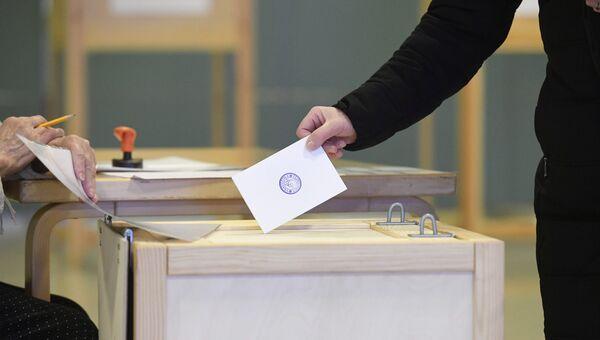 Избиратель во время президентских выборов, Хельсинки. 28 января 2018