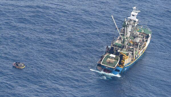 Лодка с семью пассажирами пропавшего парома в Тихом океане. 28 января 2018