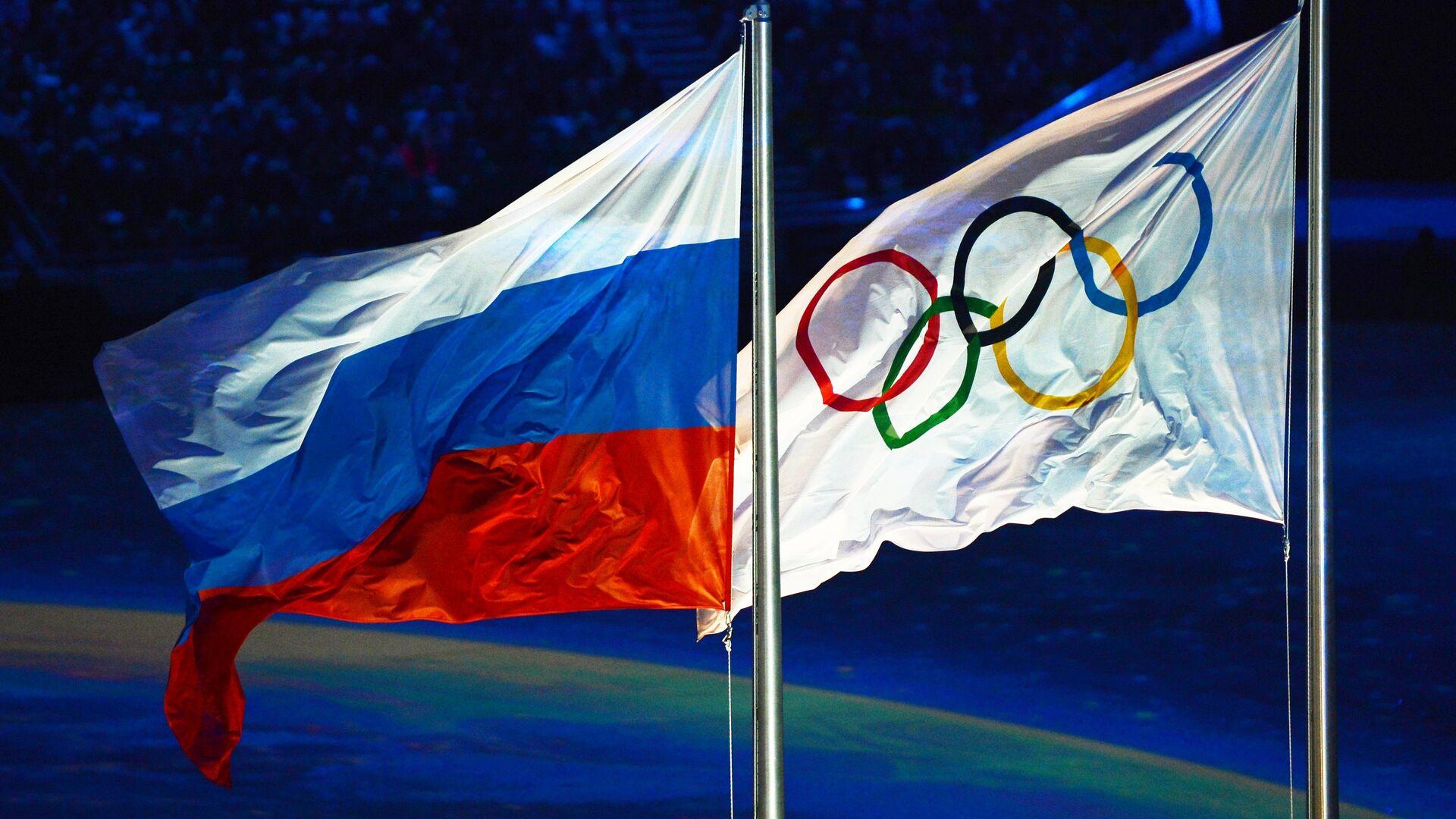 Олимпийский флаг и флаг России - РИА Новости, 1920, 31.07.2021