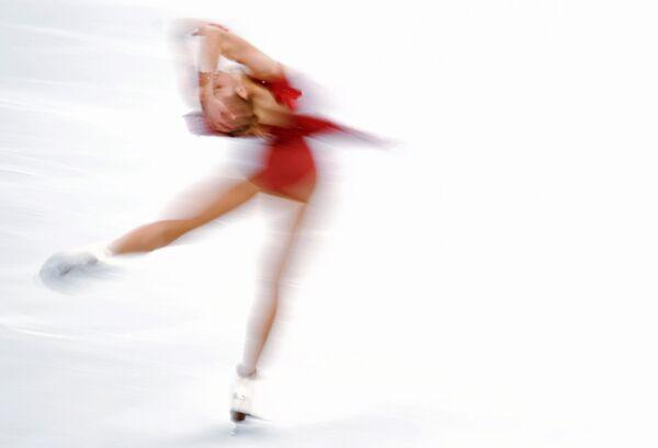 Каролина Костнер (Италия) выступает в короткой программе женского одиночного катания на чемпионате Европы по фигурному катанию в Москве