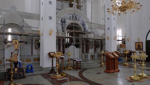 Интерьер с иконостасом храма в честь праведного воина Федора Ушакова в Южном Бутово