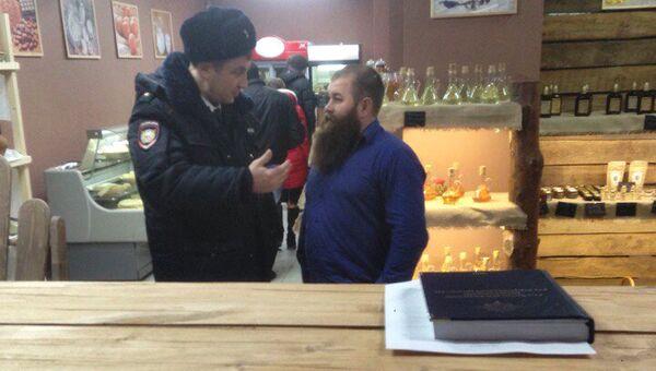 Полицейский в магазине Хлеб от Германа Стерлигова в Ростове-на-Дону