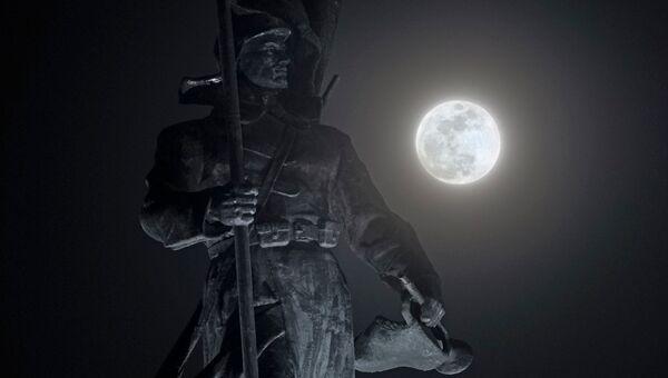 Полная луна во Владивостоке