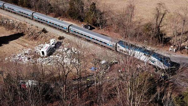 Место столкновения поезда Amtrak и мусоровоза в штате Виргиния. 31 января 2018