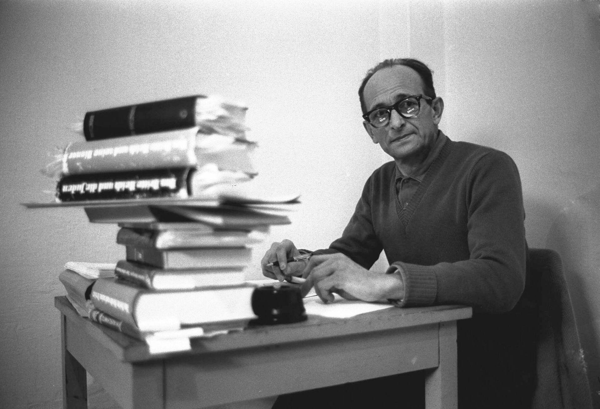 Адольф Эйхман в тюрьме города Рамле, Израиль. 15 апреля 1961   - РИА Новости, 1920, 29.04.2021