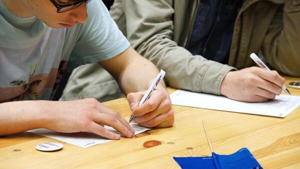 Участники ежегодной акции по проверке грамотности Тотальный диктант. Архивное фото