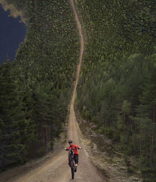 Снимок Долгое путешествие (The long ride) фотографа Jesper Guldbrand, занявший третье место в категории История
