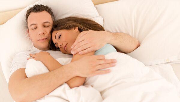 Пара во время сна