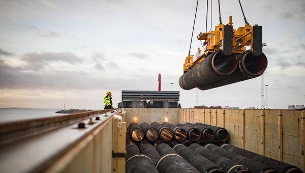 Трубы для строительства газопровода Северный поток - 2 в порту Мукран, Германия