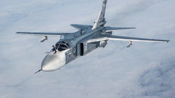 Тактический фронтовой бомбардировщик Су-24М во время лётно-тактических учений