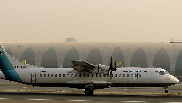 Самолет ATR-72 , принадлежащий Иранской авиакомпании Aseman Airlines. Архивное фото