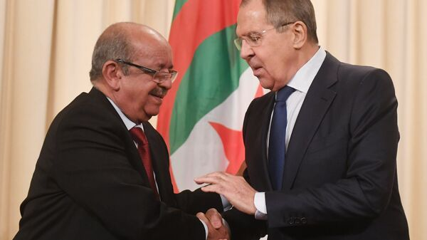 Министр иностранных дел Алжира Абделькадер Месахель и министр иностранных дел России Сергей Лавров на пресс-конференции после встречи в Москве. 19 февраля 2018
