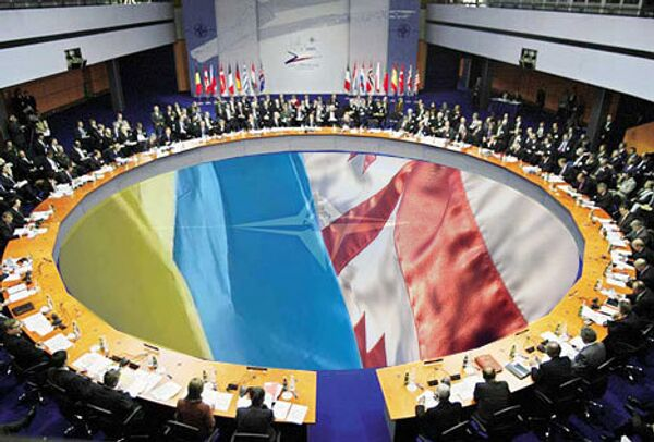 Украина и Грузия пока не соответствуют критериям НАТО - Расмуссен