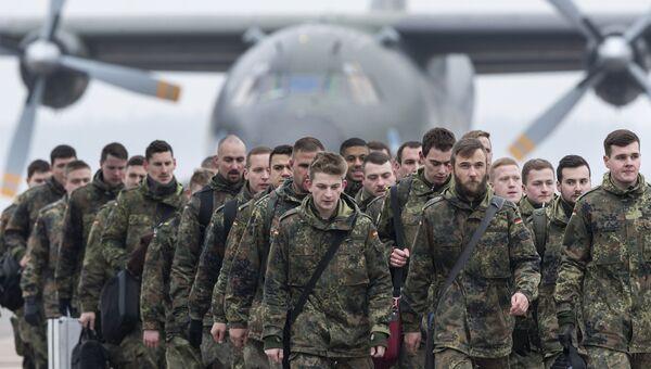 Немецкие солдаты бундесвера. Архивное фото
