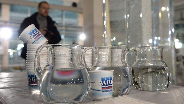 Образец очищенной питьевой воды. Архивное фото