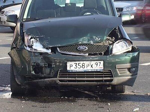 Лихач на на Форде протаранил Мерседес