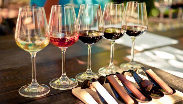 Вино и шоколад. Архивное фото