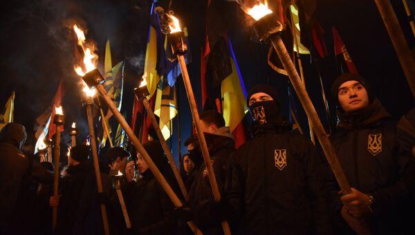 Участники факельного шествия активистов праворадикальных организаций. Архивное фото