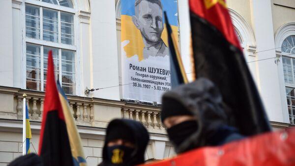 Участники факельного шествия активистов праворадикальных организаций во Львове. Архивное фото