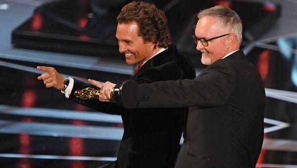 Ли Смит и Мэтью МакКонахи на церемонии вручения премии Оскар