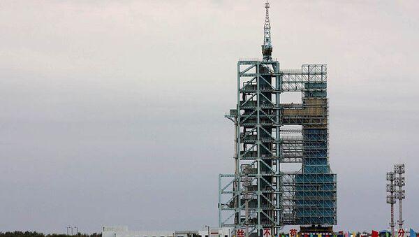 Космический аппарат Шэньчжоу-7 на пусковой площадке