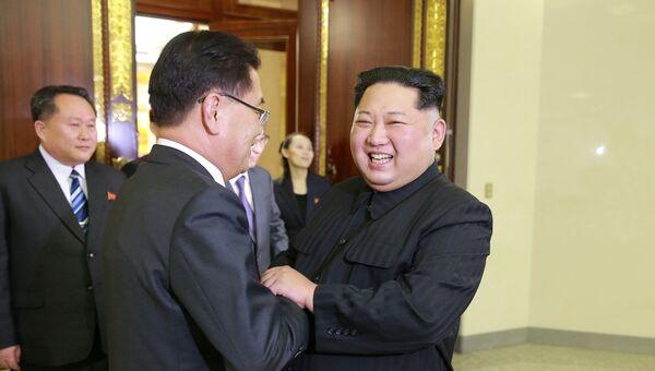Лидер Северной Кореи Ким Чен Ын на встрече с делегацией спецпосланников президента Южной Кореи. 6 марта 2018