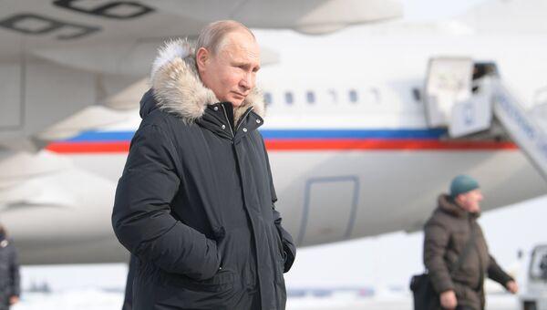 Владимир Путин во время прибытия в аэропорт Екатеринбурга. 6 марта 2018