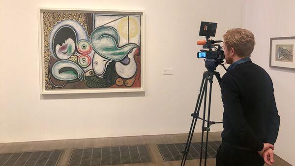 Картина Пабло Пикассо Лежащая обнаженная в галерее Tate Modern на выставке Пикассо 1932 — любовь, слава, трагедия
