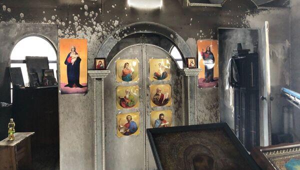 Деревянная часовня Украинской православной церкви Московского патриархата после поджога неизвестными. Архивное фото