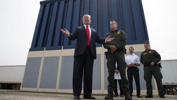 Дональд Трамп во время выступления на военной базе Мирамар в Сан-Диего в Калифорния. 13 марта 2018