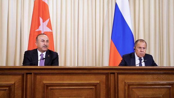 Министр иностранных дел России Сергей Лавров и глава МИД Турции Мевлют Чавушоглу во время пресс-конференции. 14 марта 2018