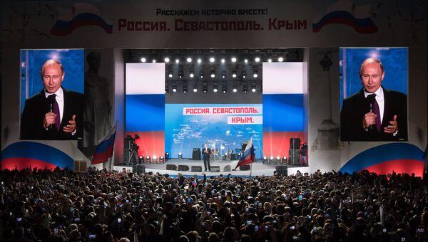 Президент РФ Владимир Путин выступает на концерте-митинге Россия. Севастополь. Крым в Севастополе. Архивное фото