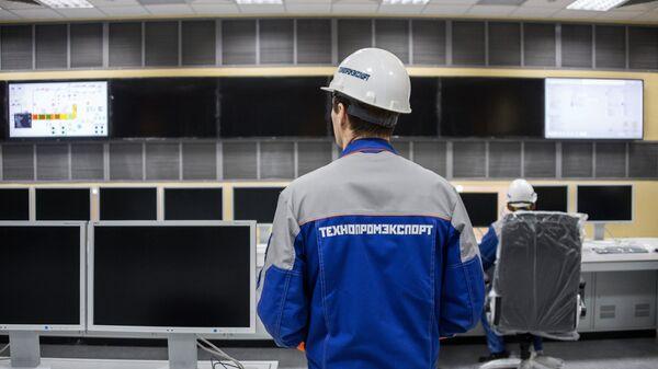 Инженеры в диспетчерской строящейся Балаклавской ТЭС в Крыму