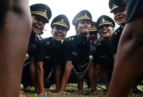 Курсанты индийской армии отмечают окончание Академии подготовки офицеров в городе Ченнаи