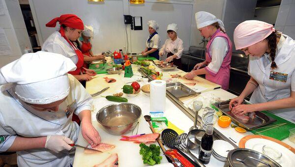 Почему детдомовцы учатся на поваров и швей, или Как сломать три стены