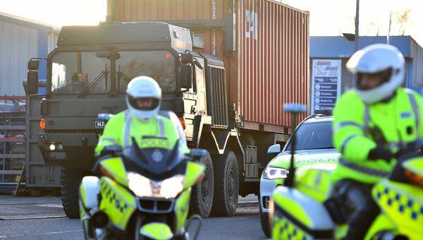 Вывоз автомобиля Сергея Скрипаля в специальном грузовом контейнере, Солсбери. 16 марта 2018