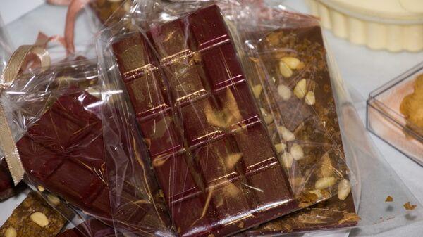 Шоколад с экстрактом женьшеня  и  пищевым золотом, созданный в ДВФУ