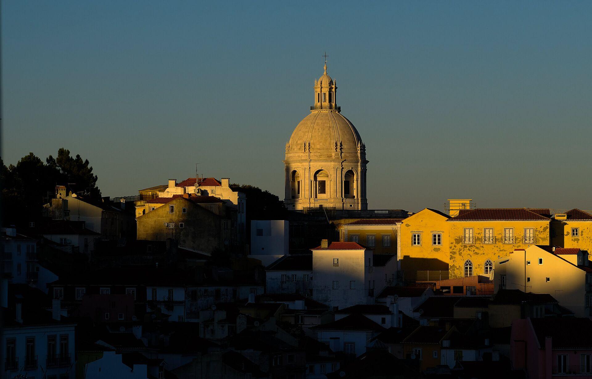 Вид на Лиссабон со смотровой площадки Санта Лючия - РИА Новости, 1920, 15.10.2020
