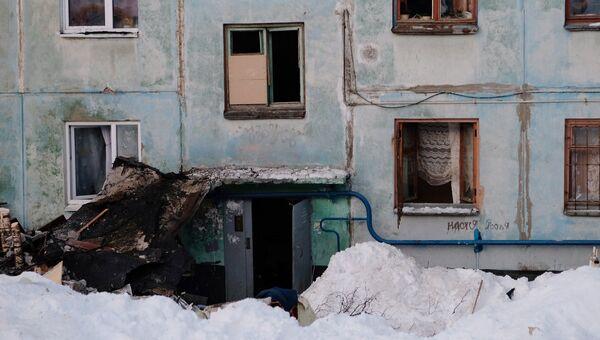 Подъезд многоквартирного жилого дома на улице Свердлова в Мурманске, пострадавший от взрыва бытового газа. 20 марта 2018