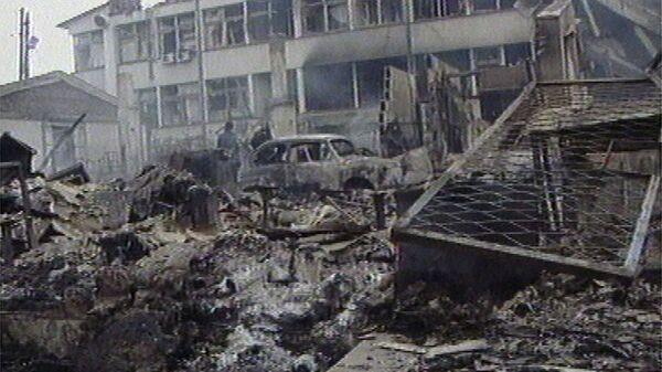 Полицейские казармы в Приштине утром после бомбардировки НАТО. 29 марта 1999