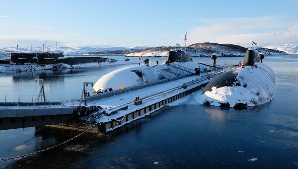 Подводные лодки проекта 971 Щука-Б Северного флота Российской Федерации у причала в городе Гаджиево. Архивное фото